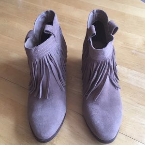Restricted women's boots size 6.5